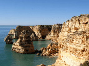 Rotsstrand in de Algarve